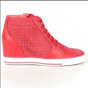 DKNY Cindy Láser Popsicle Suede Sneaker, Sz 38.5